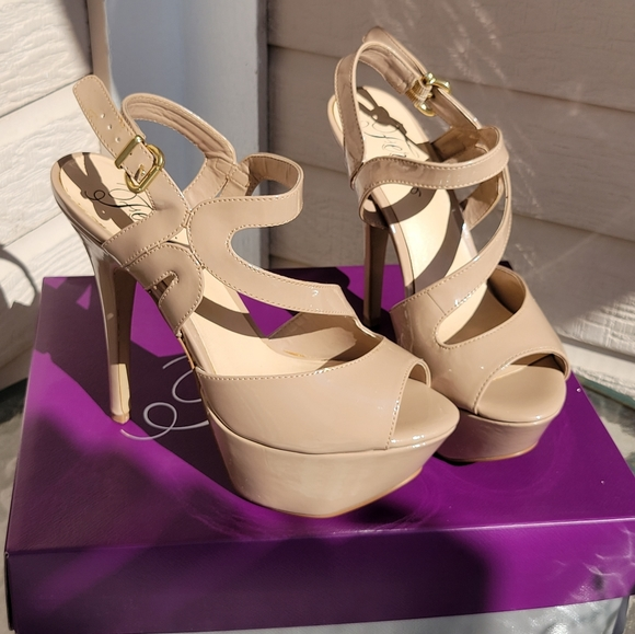Fergie nude strapy high heel